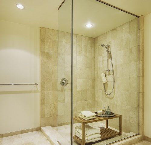 avantages d'une douche senior 06